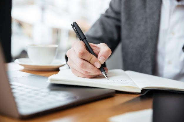 Is It Legal to Work With a Cheap Essay Writer?